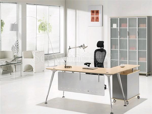 可以按照办公家具设计空间