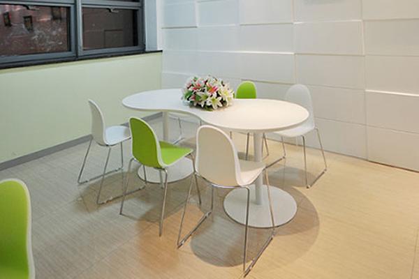 积极向上正能量的人,连办公桌都要是彩色的!