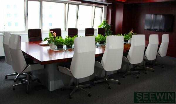 二、办公椅设计的具体尺度,根据它的不同功用,按照人体测量数据和国家颁布的尺度标准,不断测试高速合理选取数值以达到科学设计的要求。对大多数办公家具设计师和办公家具厂家来说,确定恰当的办公室家具尺度是制造符合人体工程学办公用家具的第一步,也是极其重要的一步,因为办公家具长、宽、高等的确定以及摆放所形成的空间关系等等都离不开人体尺度及其测量数据。