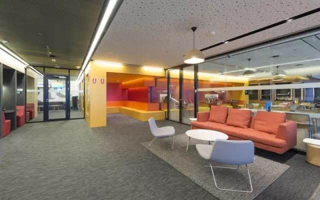 选对办公家具,合理装修还给你一个宁静的办公环境!