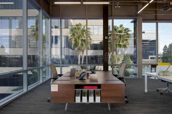 如何根据空间大小完成办公家具设计?