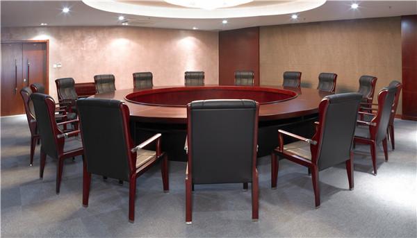 如何通过底盘和椅脚来选择合适的办公椅