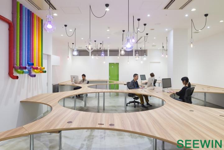 互联工作台 横滨软件公司办公设计欣赏