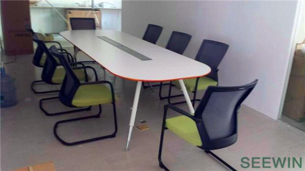 符合现代时尚风格的办公家具