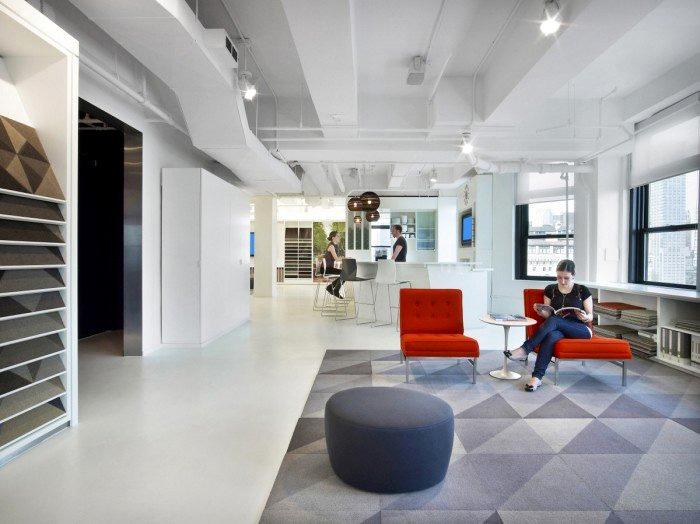 以纯白衬托缤纷色彩,包容与统一的融合办公空间!