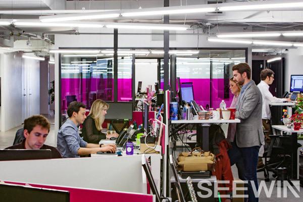 奇葩办公室,粉色工业风办公空间