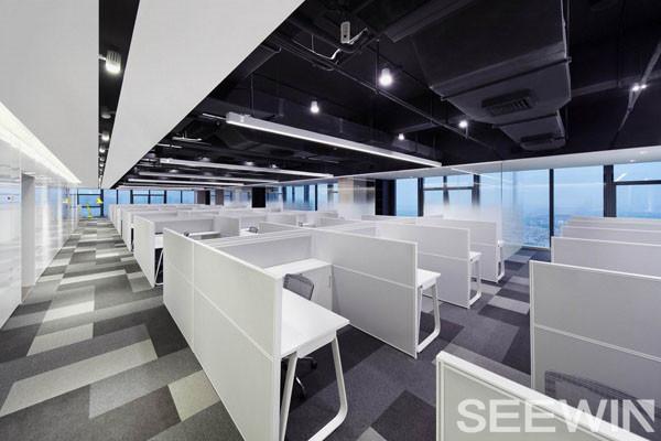 如何选择一张舒适而又优良的办公桌?