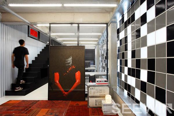黑白极简办公家具空间,呈现出城市时尚达人的鲜明个性