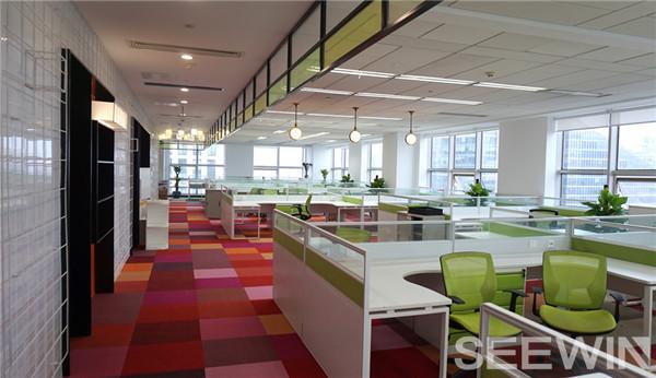 光影斑驳的超现实感创意办公空间
