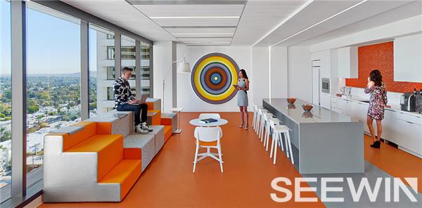 优雅而充满阳光的创意办公空间