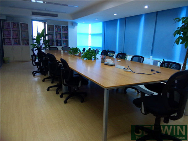 选择办公用家具时需要注意板材、海绵、实木等材料问题
