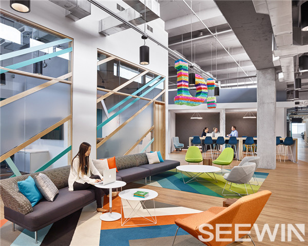 开放的办公理念、打造充满能量的协作空间