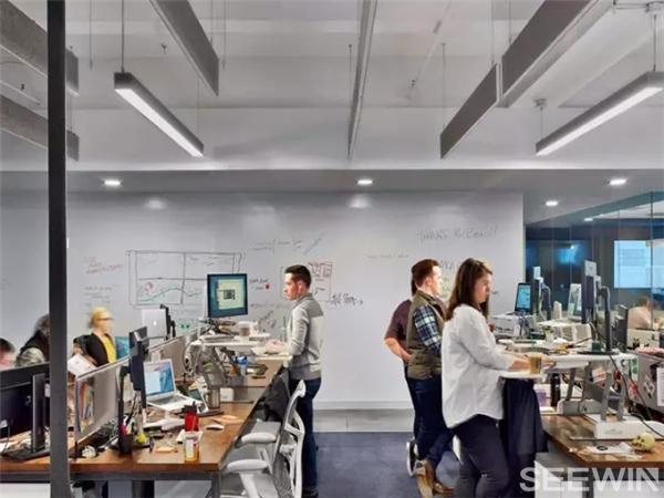 清朗凝练的办公空间呈现出雍容典雅的都市气质