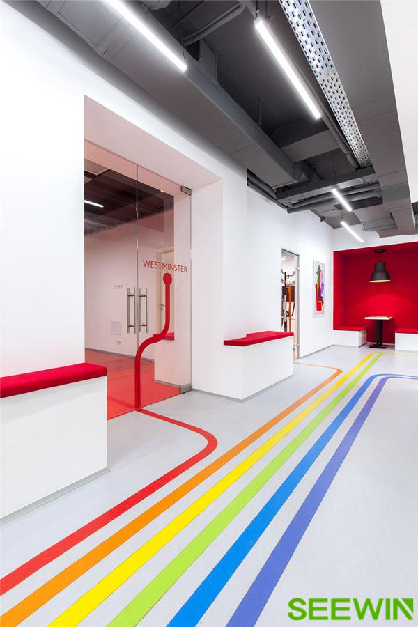 彩虹般缤纷绚丽的彩色线条空间设计