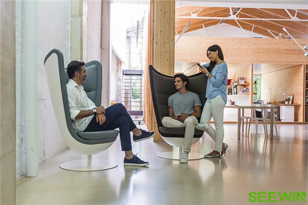 令人思维更活跃、工作更高效的高靠背椅