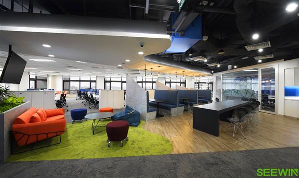 营造一个具有未来科技感的办公空间氛围