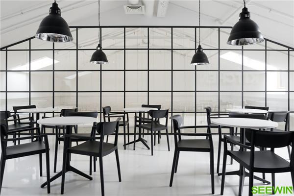 黑白对比 Gazeta.ru莫斯科办公家具设计欣赏