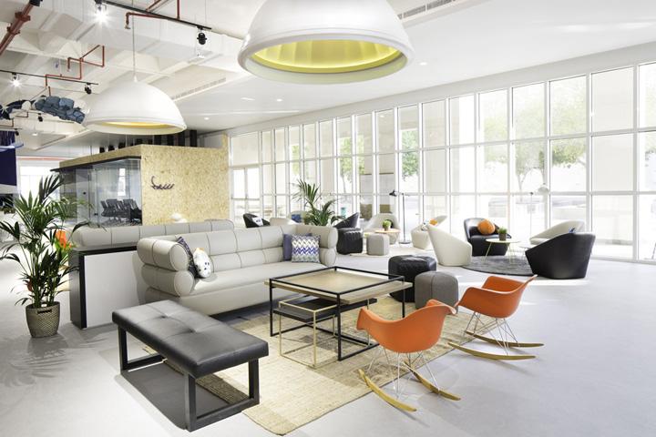 画廊般艺术气息 沙迦酋长国Sheraa创业中心办公家具设计