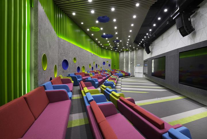 活力多彩 Maxis Berhad吉隆坡总部办公家具设计分享