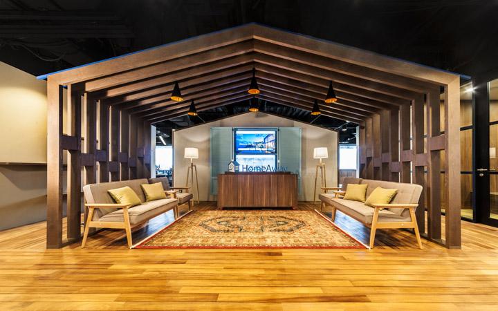 暗调木色 在线短租HomeAway新加坡办公家具设计欣赏