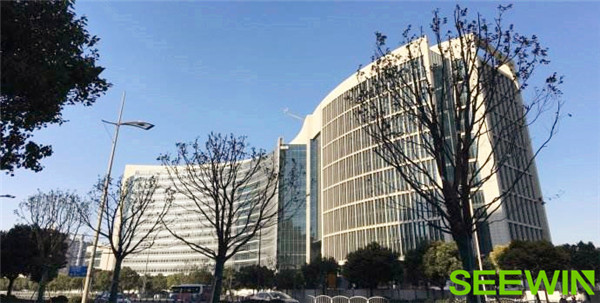 东亚银行金融大厦离上海诗敏家具展厅远吗?