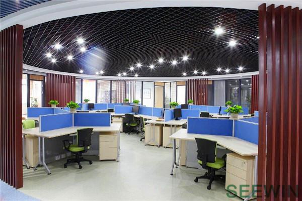 多人屏风工作位设计要考虑空间的节约